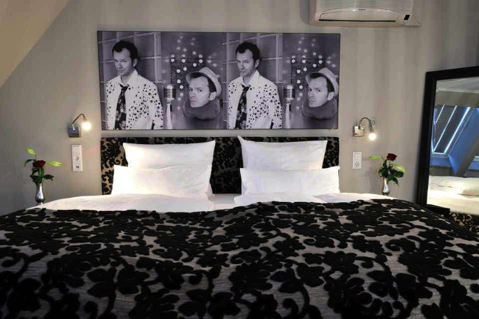executive rooms stage 47 design hotel in duesseldorf. Black Bedroom Furniture Sets. Home Design Ideas