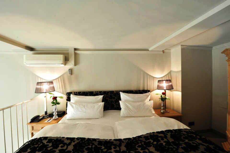 maisonette suite stage 47 design hotel in duesseldorf. Black Bedroom Furniture Sets. Home Design Ideas